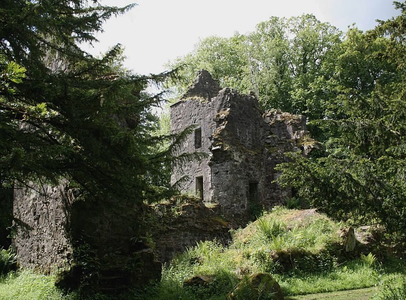 Ruins of Finlarig Castle and Mausoleum.