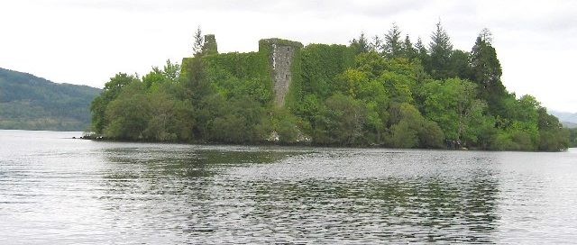 Small island in Loch Awe with excellent castle ruins - formerly a stronghold of the Campbells